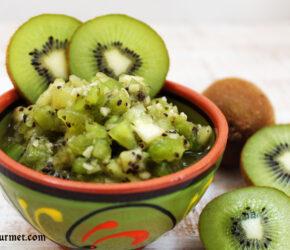 kiwi fruit salsa with kiwi slices